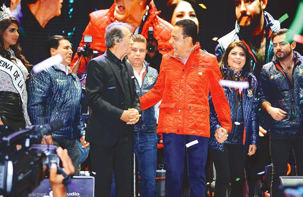 El gobernador y su esposa recorren la Feria de Pachuca