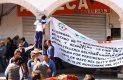 Previo a la manifestación, los ambulantes cerraron comercios de los portales. Foto: El Sol de Hidalgo.