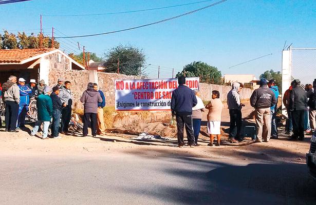 Vecinos de Tlaxcoapan se manifiestan por obra