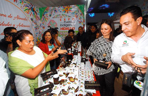 Gran exposición de productos indígenas