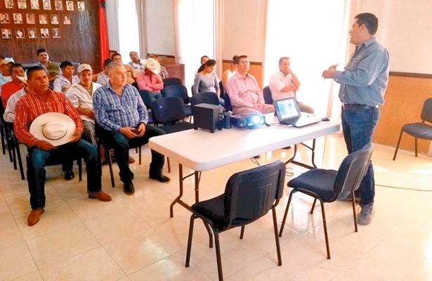 Impartieron plática a productores de cítricos de la Huasteca