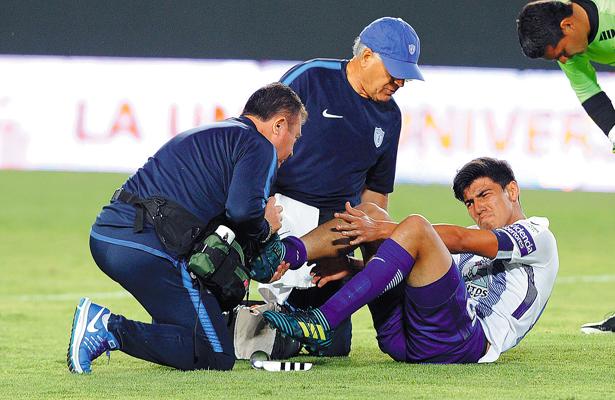Erick Gutiérrez se perdería el Mundial y la final de Copa; tiene rotos los ligamentos de la rodilla derecha. Foto: El Sol de Hidalgo.