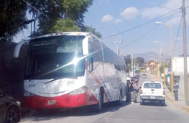 Retienen autobús PAI con todo y chofer
