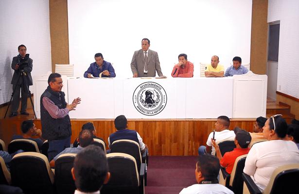 Revisan licencias de funcionamiento de negocios adheridos al FOIDEH