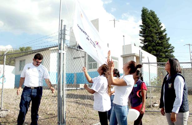 En promoción a la salud izaron su bandera blanca