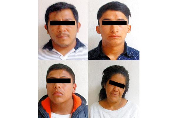 4 sospechosos traían bolsas llenas de ropa
