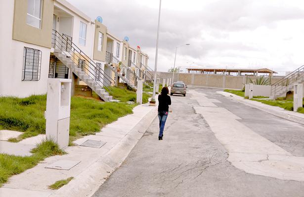 Demolerán 80 casas por fallas estructurales
