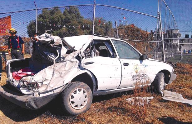 Secretario municipal y otro chocan en vehículo oficial