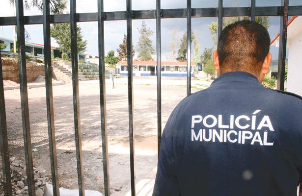 Policías vigilaron escuelas en Tepeji