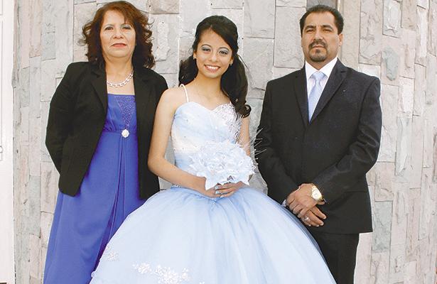 Tania Guadalupe Torres Olvera fue festejada por sus papás Guadalupe y Alejandro