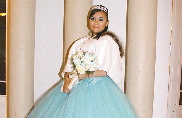 Abril Alessandra cumplió quince años