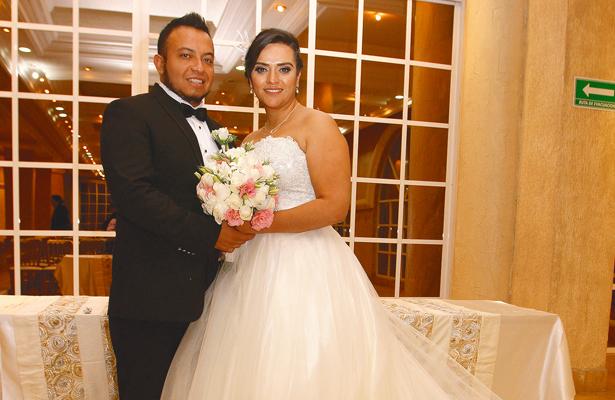 Adrían y Citlalli en su  boda