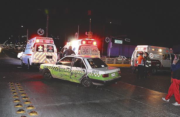 Seis lesionados en choque por deterioro de semáforos