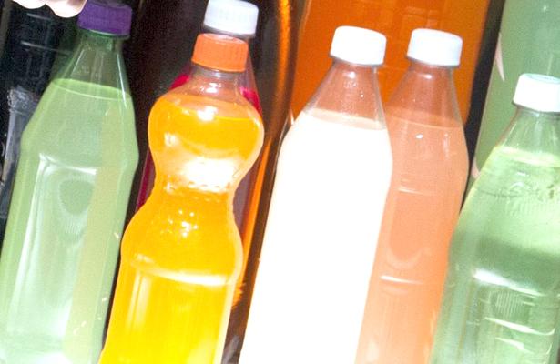 Descartan refrescos tóxicos