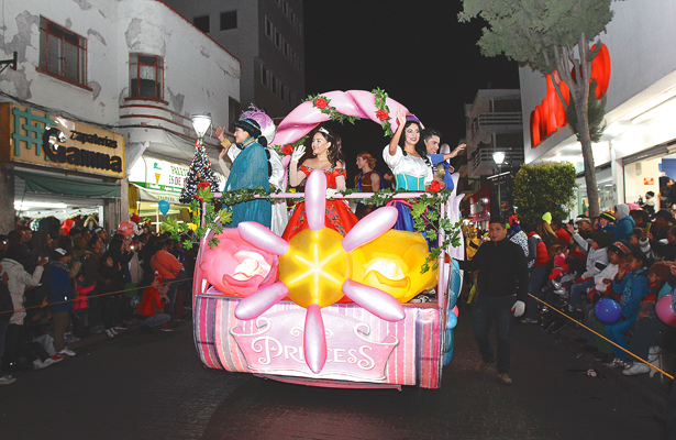 Cabalgata Mágica recorrió Pachuca