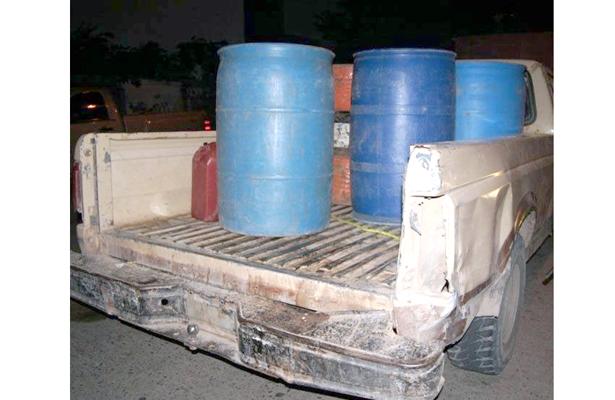 Abandonan camioneta huachicol en Los Reyes
