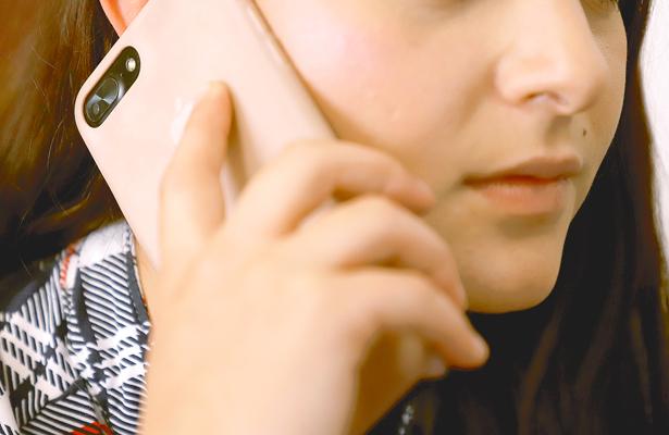 Usuarios de teléfonos móviles  sufren trastornos por uso excesivo