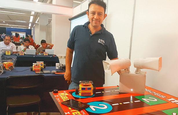 Alfredo da vida electrónica a juguetes