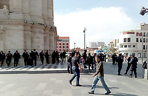 Resguardan policías Plaza Independencia