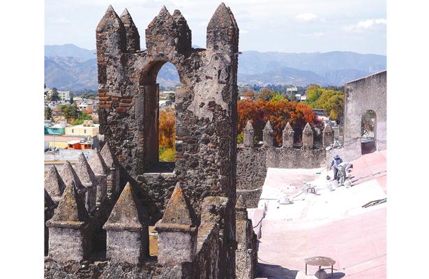 Restauran el ex convento de Atotonilco el Grande