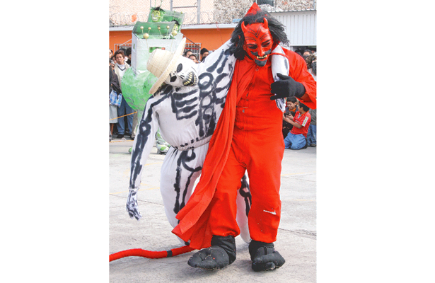 EL DIABLO y la muerte saldrán de fiesta. Foto: Sol de Hidalgo.