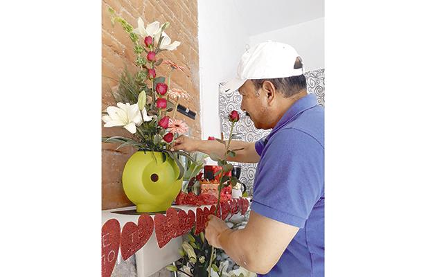 Flores, globos, chocolates, para celebrar el Día del Amor y la Amistad