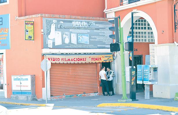 En pleno centro de Pachuca, delincuentes saquean negocio