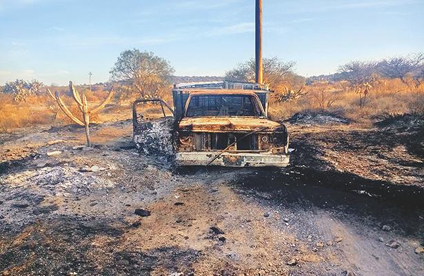 Arde camioneta conectada a ducto de Pemex