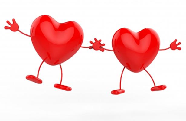 Abrazos, regalos y besos en el día del Amor y la Amistad