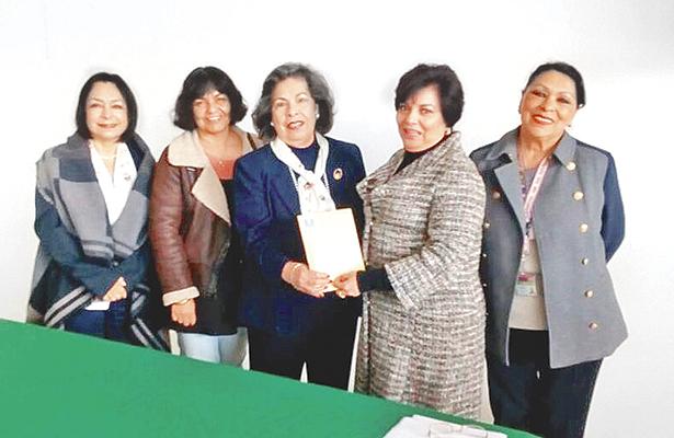Mujeres de escasos recursos  continuarán con sus estudios