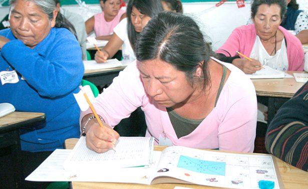 Buscan abatir el rezago educativo