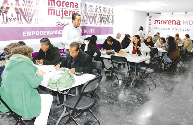 """""""DESDE las nueve de la mañana y hasta las 21:00 horas, se llevaron a cabo los registros  de aspirantes a las diputaciones locales, por Morena"""". Foto: El Sol de Hidalgo."""