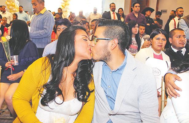 Celebran 14 de febrero con casamientos colectivos