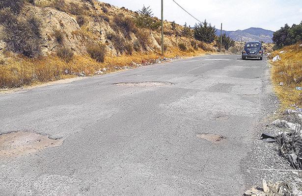 Conductores deben librar baches sin dañar sus autos