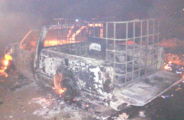 Explota camioneta con  gasolina en Los Cides