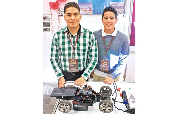 Alumnos del IPN construyeron auto solar