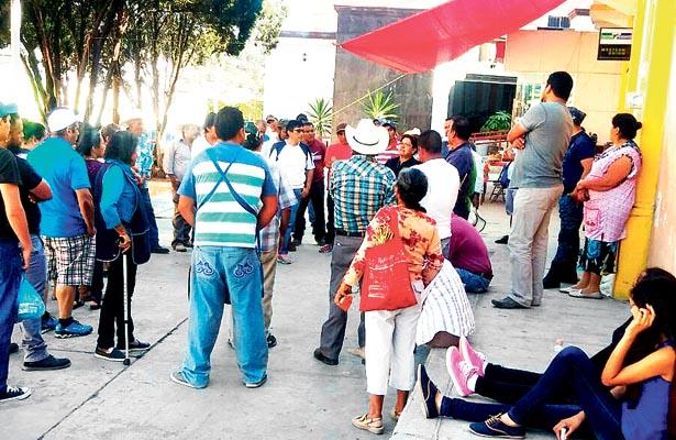Taxistas y comerciantes estrechan  manos con  ASEH