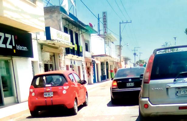 Prevalece desorden vial en Santiago Tulantepec