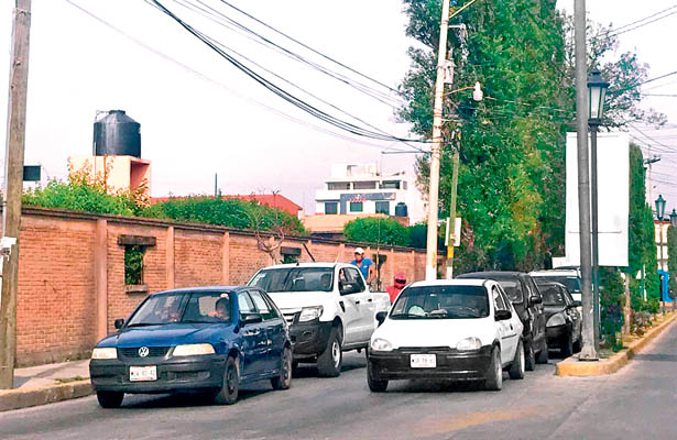 Miles de autos circulan en Tulancingo