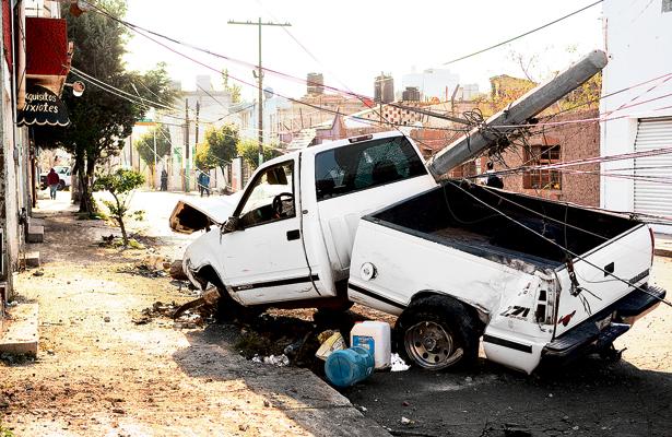 Bebió de más y ocasionó colosal destrozo en calle