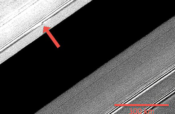 """NASA muestra fotografías de """"hélices"""" en anillo de Saturno"""