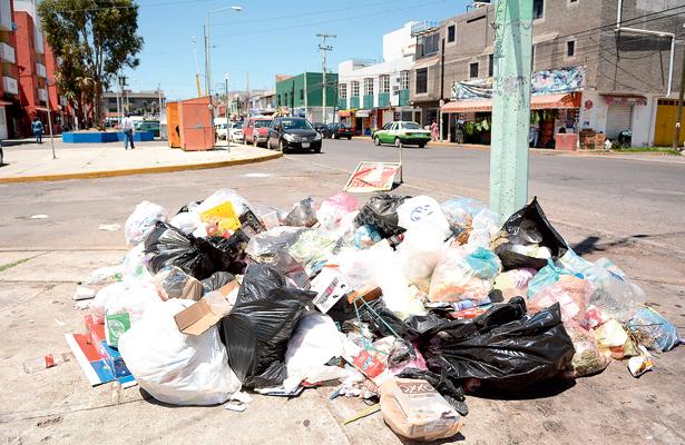 Evitar arrojar basura en la calle contribuye a la conservación de vialidades