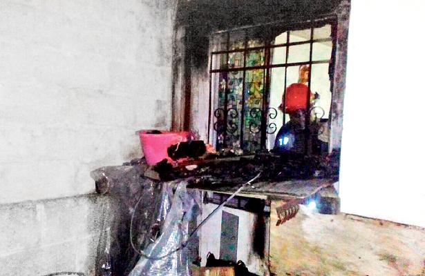 Voraz incendio consumió casa en fraccionamiento Los Lagos