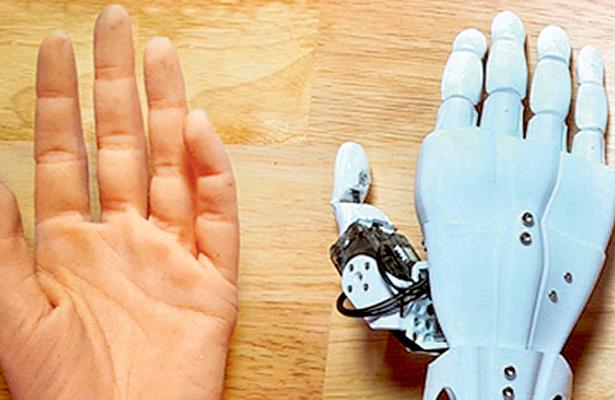 Jóvenes universitarios mejoran prótesis con impresión 3D