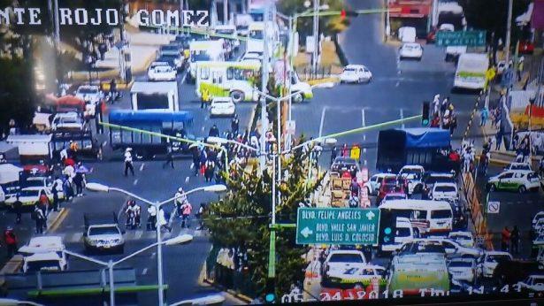 Comerciantes de la Central de Abasto de Pachuca cierran boulevard