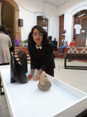 """Retroalimentación"", esculturas de universitarios"