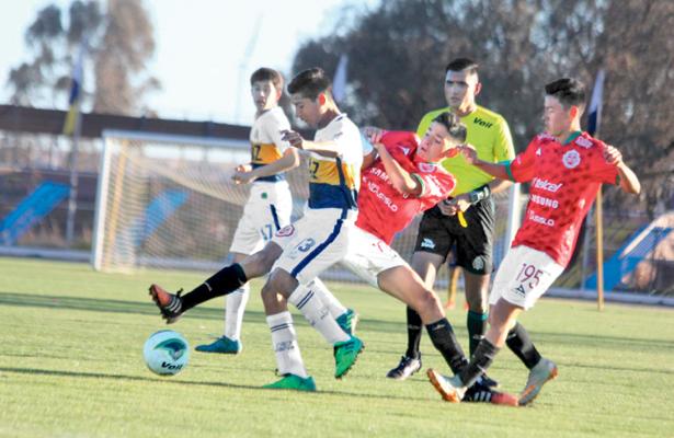 Mientras que se habla que la franquicia del Santiago Tulantepec se irá de la región, ya empezó a formarse otro equipo de la Tercera División Profesional de futbol.  / Foto: Catalina Martínez