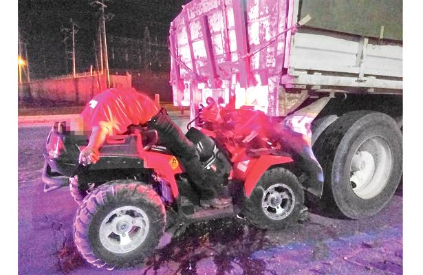 Muere bombero en accidente carretero
