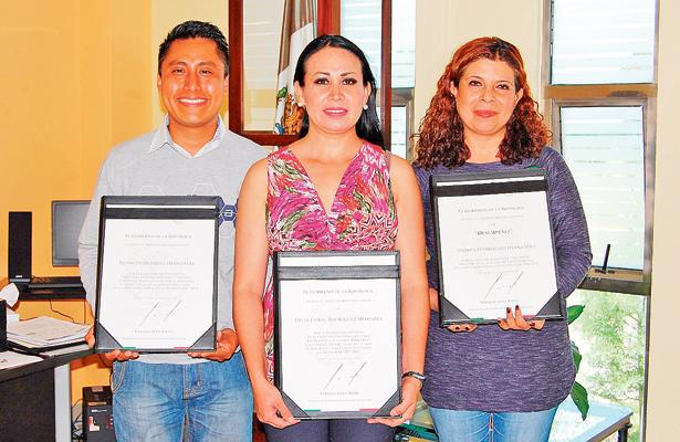 Enrique Peña Nieto entregó reconocimientos a maestros hidalguenses
