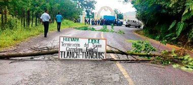 Cierran tramo carretero  en Tlanchinol